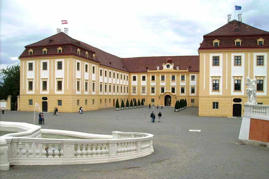 Besichtigung Schloss Hof und Schloss Ludwigstorff